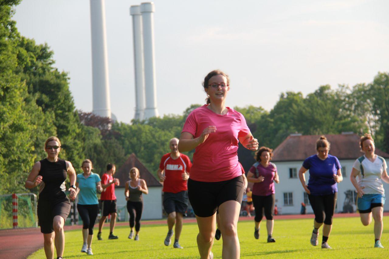 RUNNING Company Gruppentraining Steigerungslauf