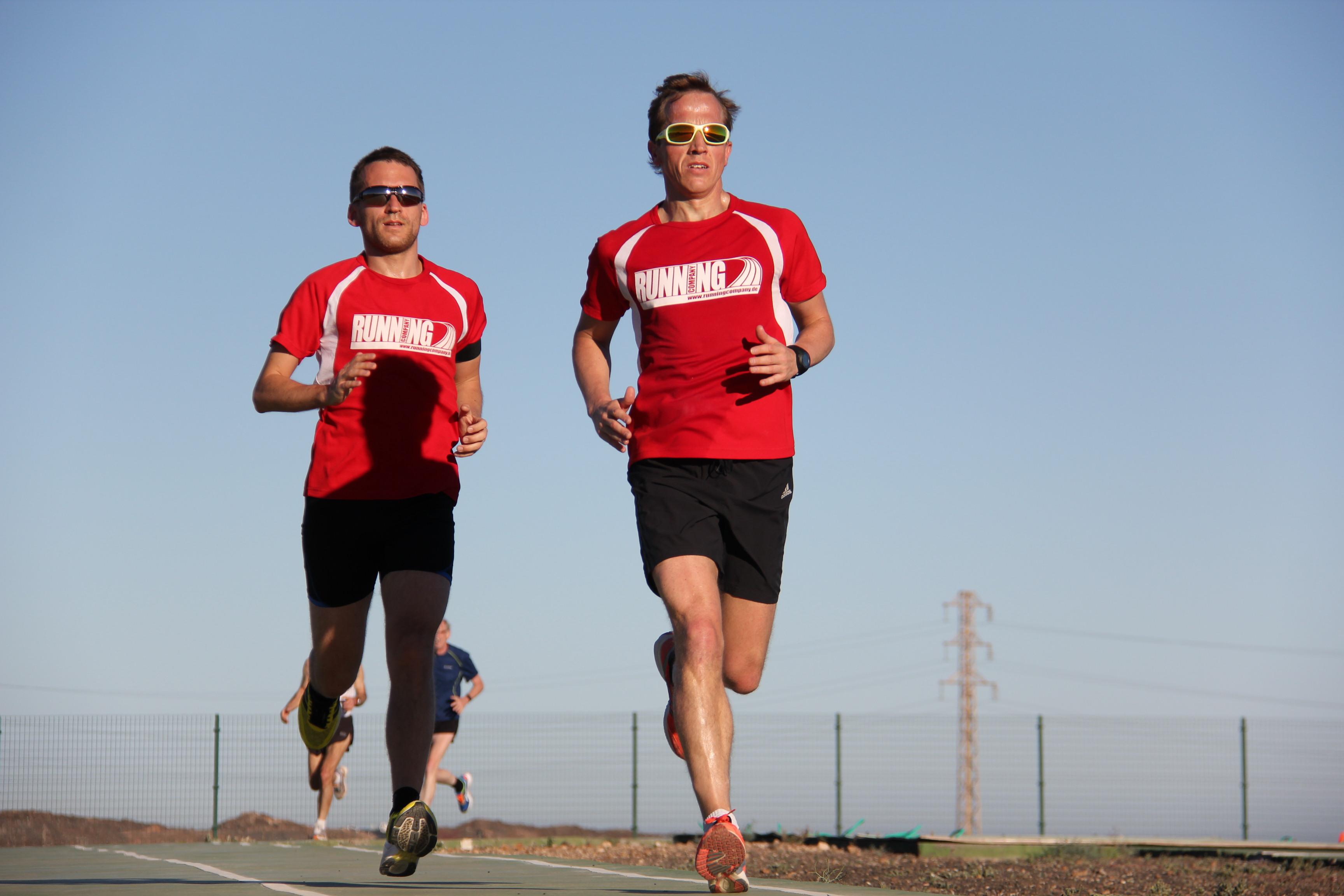 RUNNING Company Tempotraining auf der Laufbahn