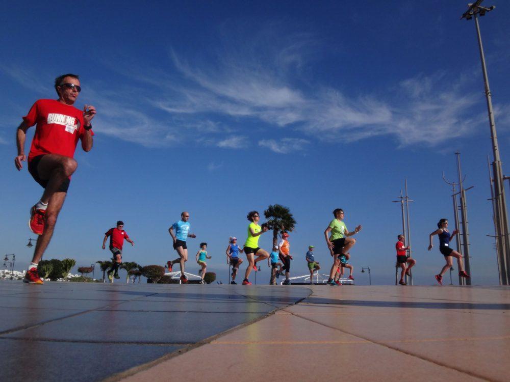 Lauftechnik-Training am Strand von Puerto del Carmen, Lanzaraote