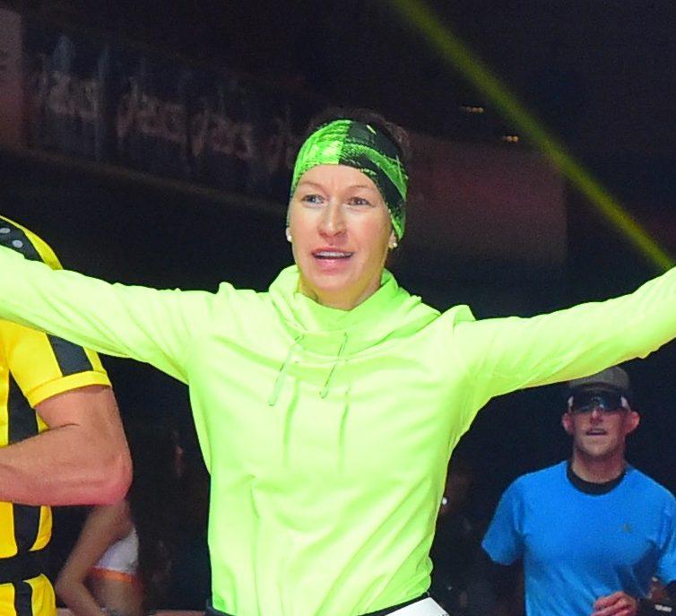 Susanne Esefeld beim Zieleinlauf Frankfurt Marathon 2018