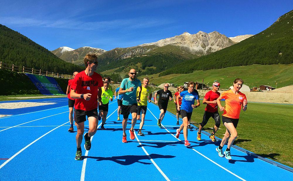 RUNNING Company Livigno Laufreise Höhentraining und Tempoläufe auf der blauen Bahn