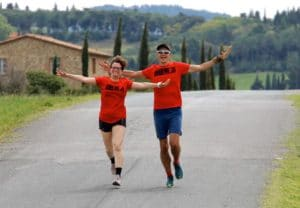 Glückkliche Läufer im Toskana Laufcamp