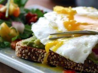 Vollkornbrot mit Ei