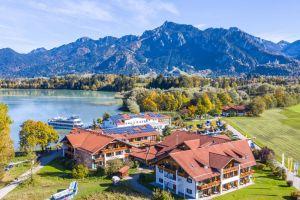 Panoramaansicht Hotel Sommer am Forggensee in Füssen im Allgäu