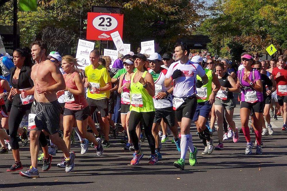 Tausende Läufer beim Boston Marathon