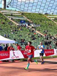 RUNNING Company Zieleinlauf bei grandioser Kulisse im Olympiastadion